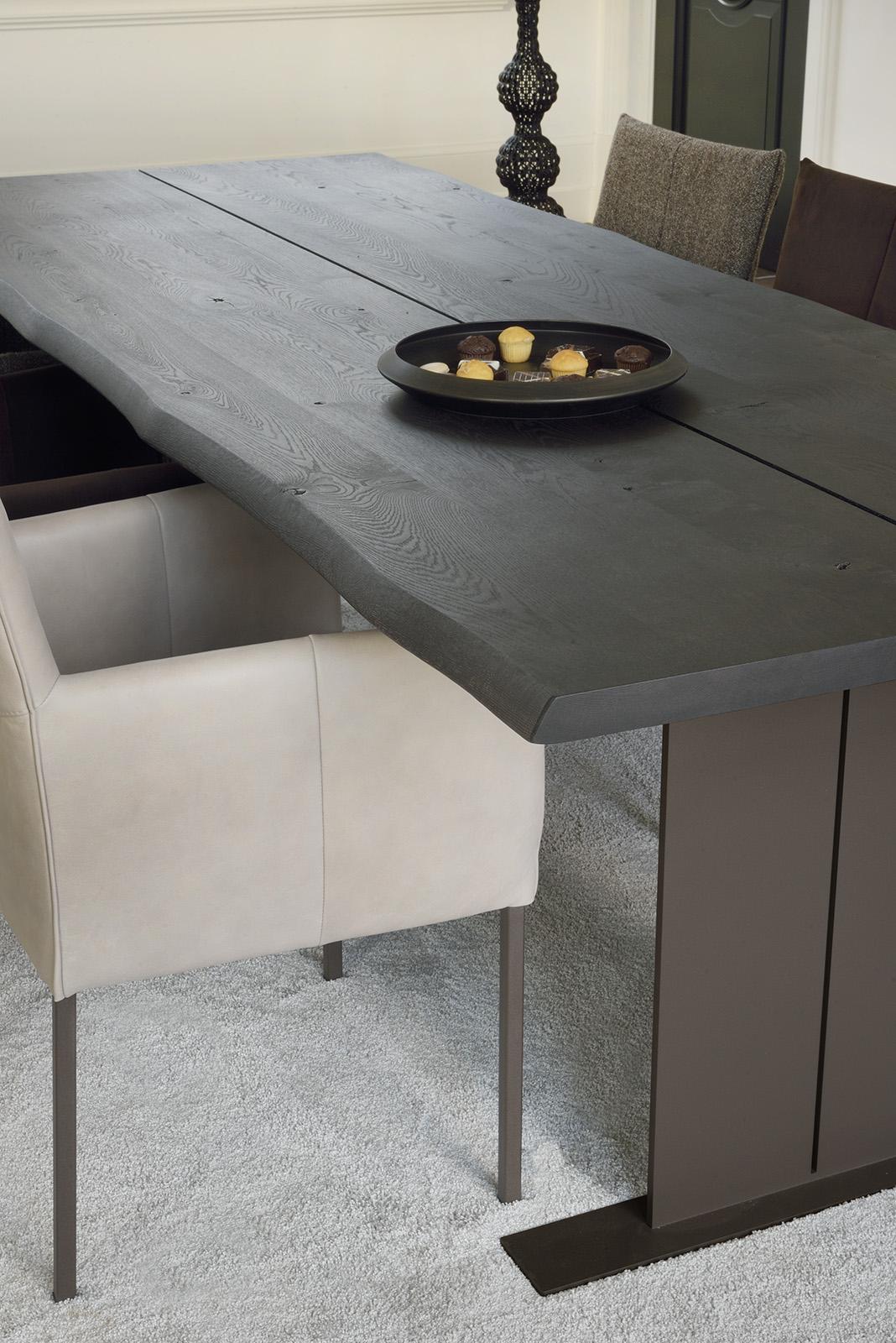 Fidan tafel met Bluma stoel. Brown by Bert Plantagie